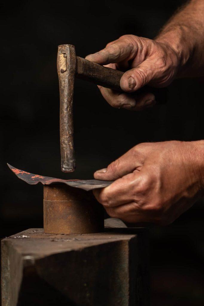dettaglio-lavorazione-rame-fotografo-artigiani